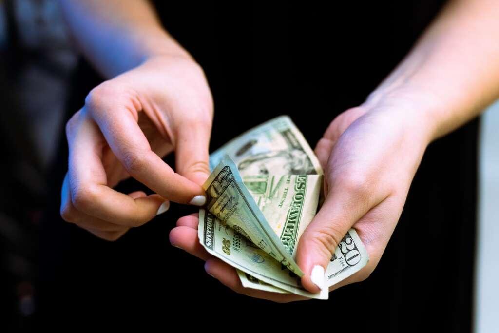 盲目借錢,資金不足